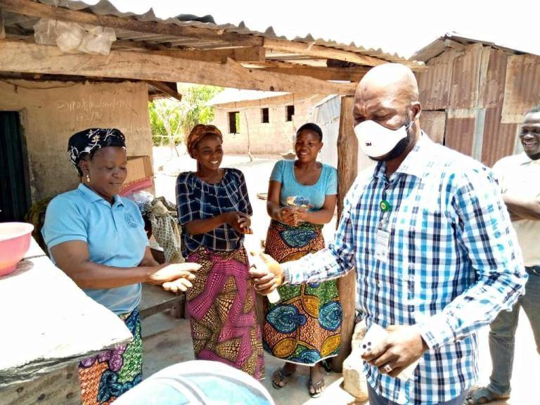 COVID-19: Owolabi, shares over 2000 sanitizers in Kwara to mark birthday - Connectley News