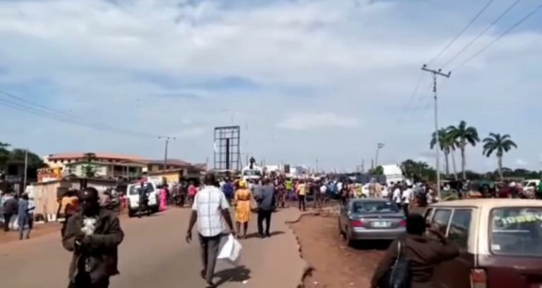 EndSARS Protesters Ground Business Activities In Oyo State, Block Highway - Connectley News